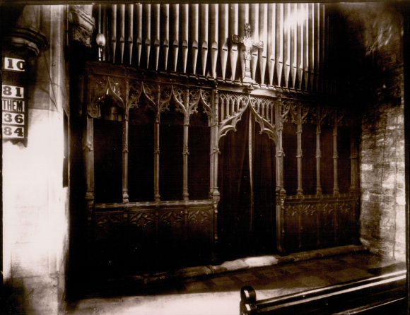 Organ in old chancel